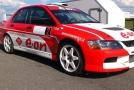 E.ON rodinný fotbálek zdobí závodní vůz na CNG