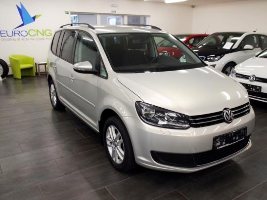 VW Touran 1.4TSi Ecofuel Masters 5míst DSG 2013 – vyhř. sedačky, RCD310+HF, málo najeto