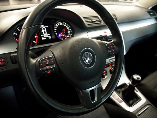 Volkswagen Passat 1.4 TSI EcoFuel SportLine MAN 2010 – vyhř. sedačky, CLIMATRONIC, tažné