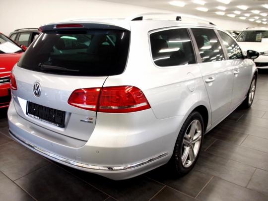 VW Passat Variant 1.4 TSI Ecofuel R-line AUT 2015 – tažné zař., nezáv.topení, el.kufr, 2xPDC, kamera