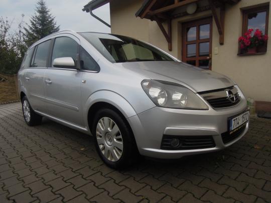 Opel Zafira CNG 1.6, 7 míst, serviska, top stav