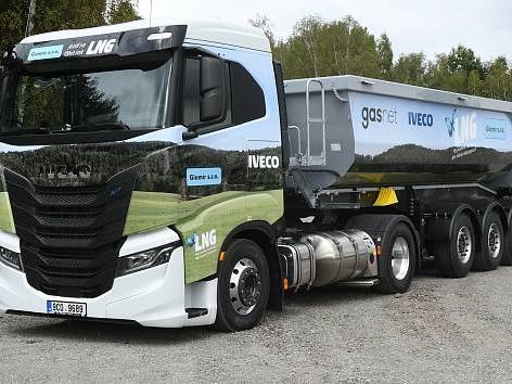 kamion-na-lng-pokrtila-spolecnost-giomir-jako-prvni-v-kraji-01_denik-630-16x9