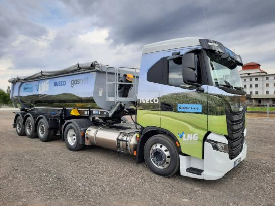 Kamion na LNG pokřtila společnost Giomir. Jako první v kraji.