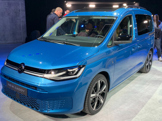 vw_caddy_blue_front