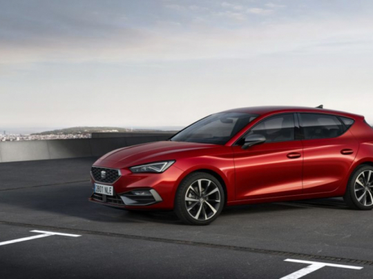 seat-launches-the-all-new-seat-leon_02_small-1100x618
