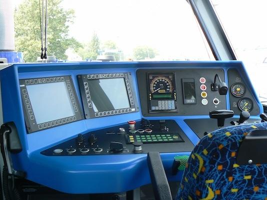 Kabina-strojvedouciho-v-lokomotive-714.8-CNG