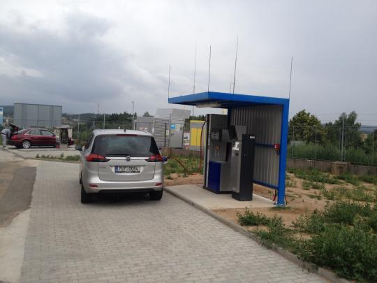 Nová stanice poblíž hlavní silnice do Prahy